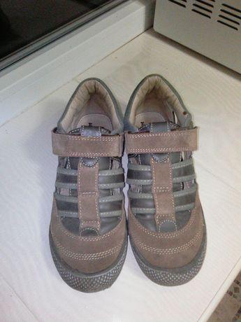 Макасіни, туфлі для хлопця