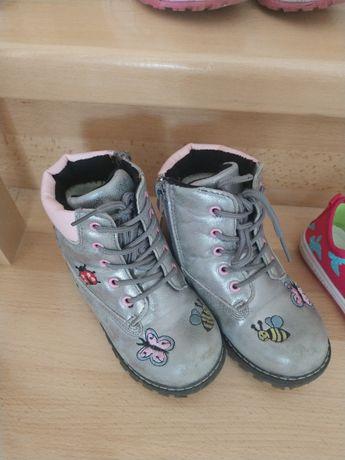 Зимові черевички для дівчинки