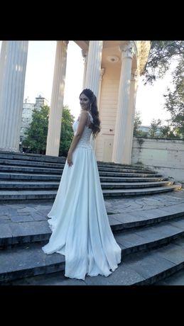 Свадебное платье со шлейфом 42-46 р