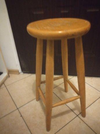 Stabilny wygodny drewniany stołek barowy wysokość 64 cm