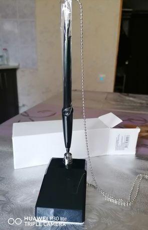 Ручка офисная с цепочкой на подставке