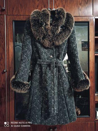 Продам зимнее пальто с натуральным мехом