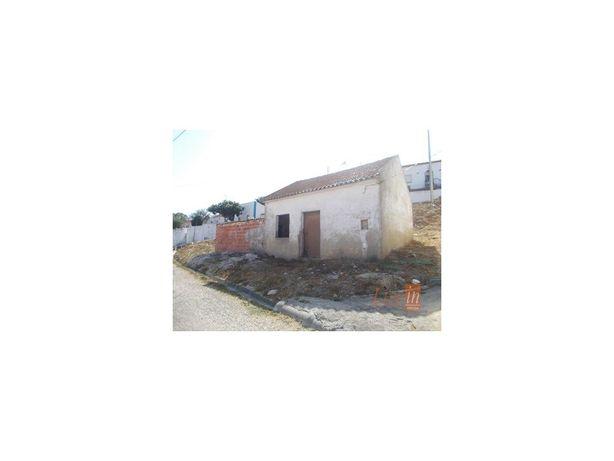 Moradia T1 Para Recuperar no Furadouro em Torres Vedras