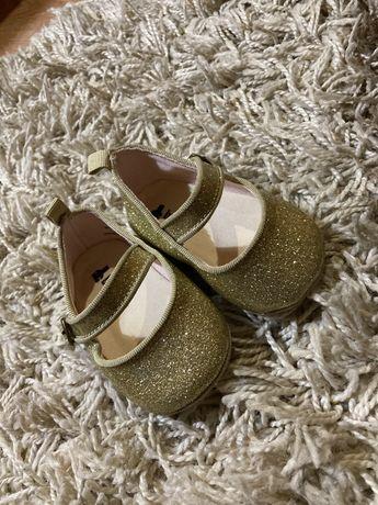 Детские туфельки фирмы Baby Gap 3-6 месяцев