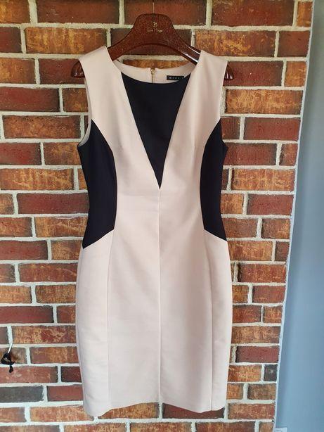 Piękna sukienka modelująca sylwetkę MOHITO