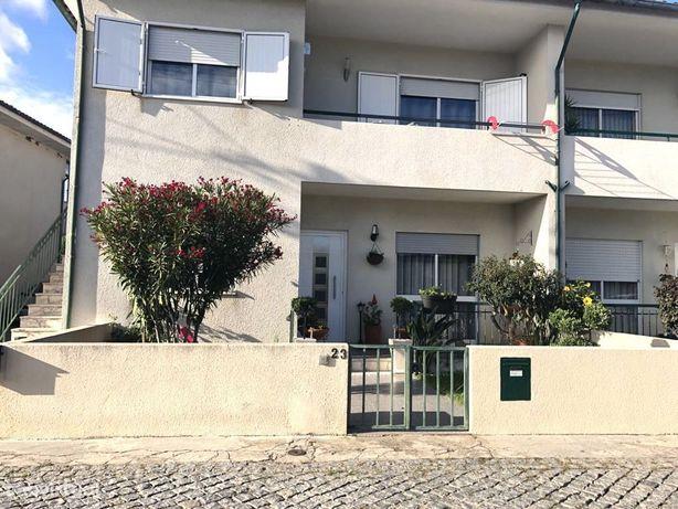 Moradia T3 Rés Do Chão Renovada com Jardim e Garagem