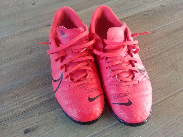 Halowki Nike rozmiar 40.5