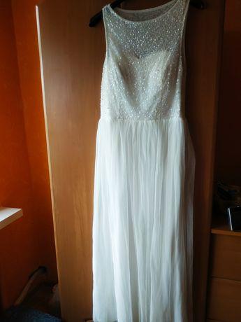 Biała suknia ślubna sukienka i buty