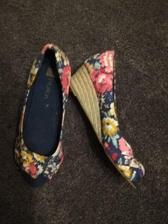 Buty małe Koturny nowe.