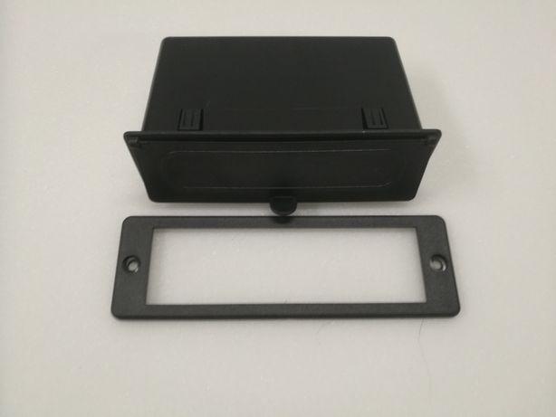 Panel deski rozdzielczej konsola schowek ramka do radia