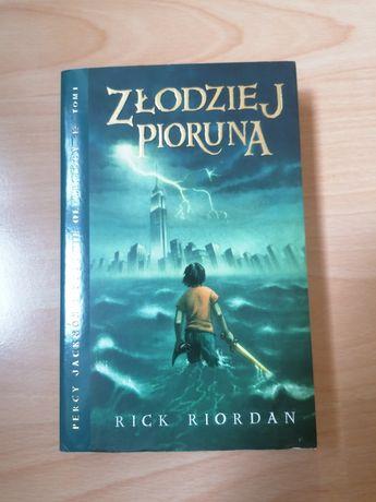 """""""Złodziej pioruna. Percy Jackson i bogowie olimpijscy."""" Tom 1"""