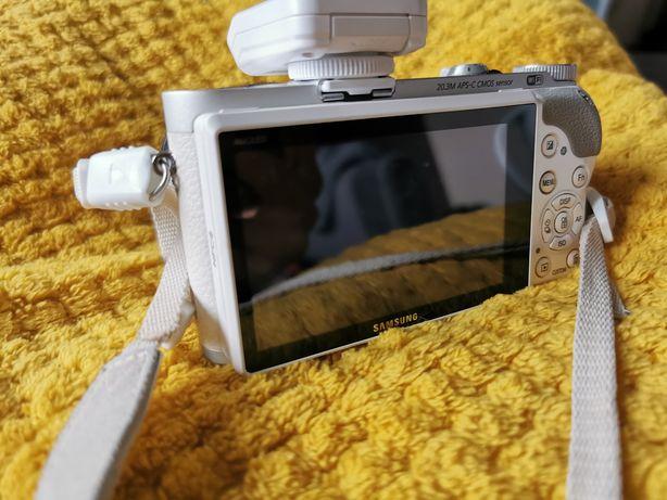 Aparat fotograficzny Samsung  NX300