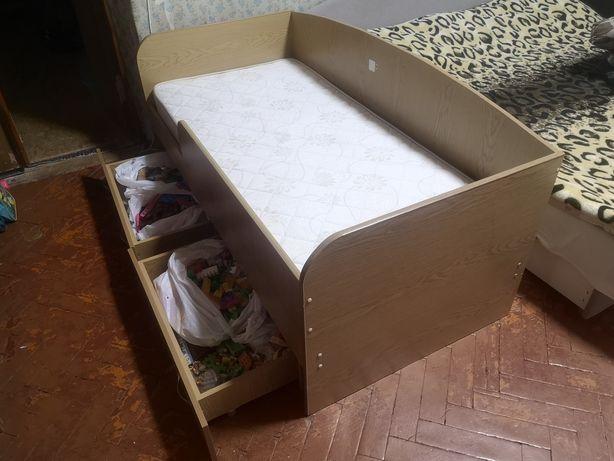 Продам детскую кровать с матрасом
