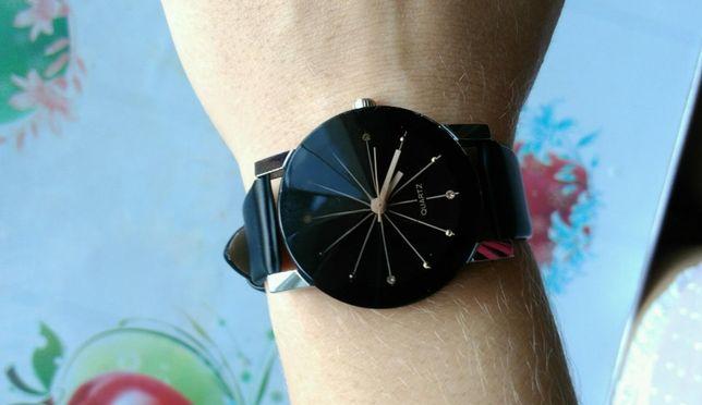 Часы женские черные кварцевые