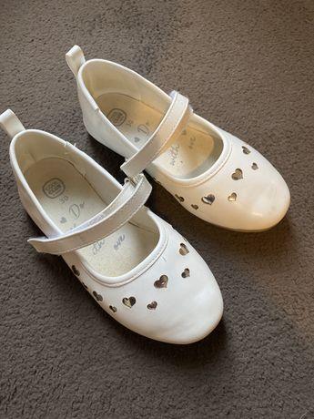 Białe baleriny Smyk