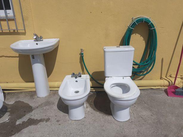 Conjunto casa de banho , lavatório,  bidé e sanita