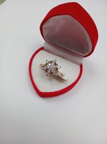 Złoty pierścionek z cyrkoniami 585, rozmiar 17