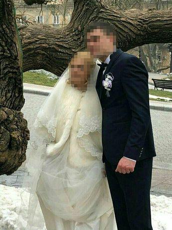 Срочно продам костюм свадебный/выпускной