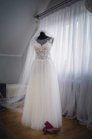 Piękna suknia ślubna r. 38 + długi welon gratis