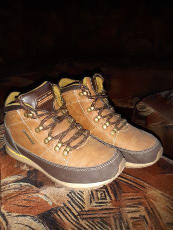 Продам взуття,осінні черевики.