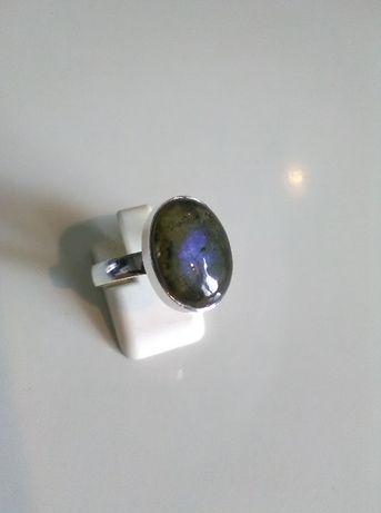 pierścionek srebrny z labradorytem pr 925