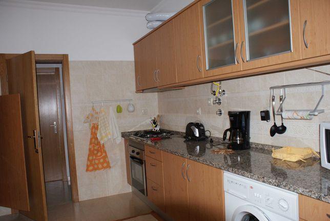 Alugo apartamento T1 mobilado em São Domingos de Benfica
