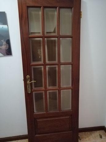 Aros e Portas de madeira com vidros