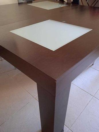Mesa de cozinha cor castanho
