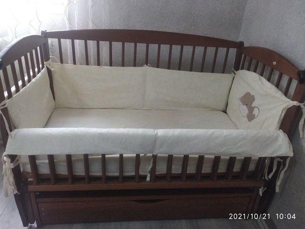 Дерев'яна дитяча кроватка