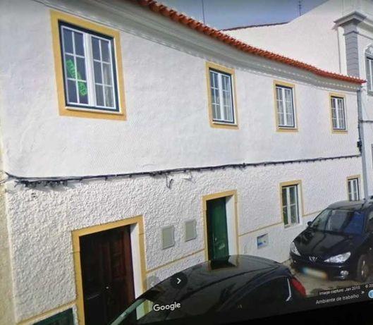 PRÈDIO com apartamento 1.ºAndar, e R/C em SOUSEL (perto de Estremoz)