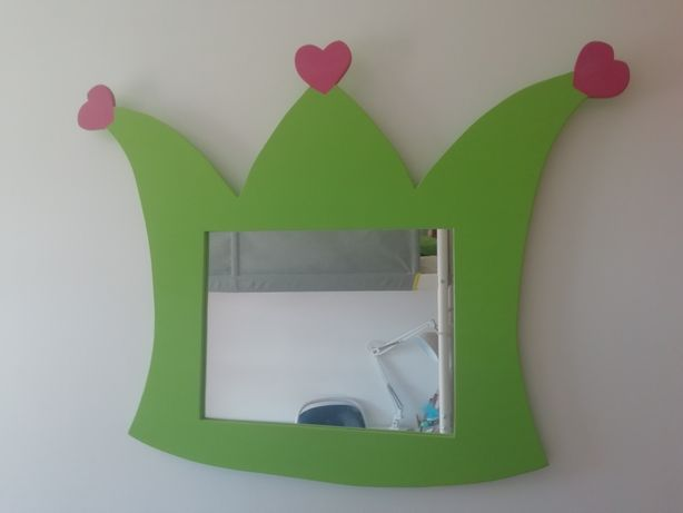 Vendo espelho em forma de coroa, feito á mão em madeira
