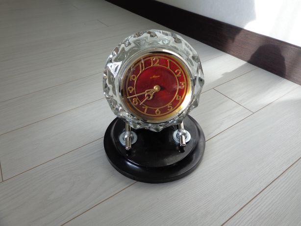 Продам часы настольные Маяк