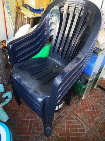 Cadeiras clássicas de plástico