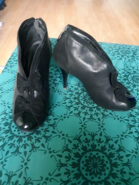 Продам кожаные черные туфли, ботильоны, ботиночки, ботинки на каблуке