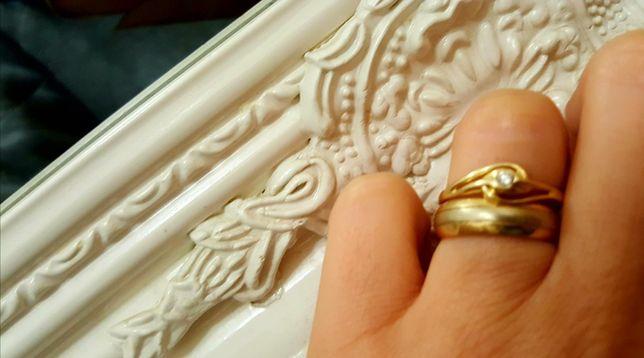 złoty pierścionek z brylantem. Tanio