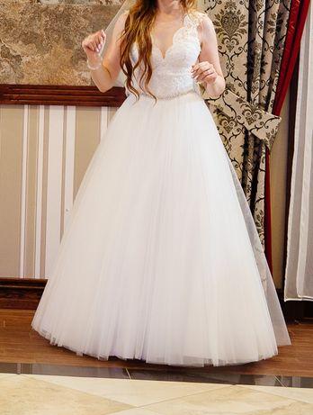 Biała suknia ślubna, tiulowa, koronkowa