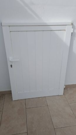 Vendo portão branco