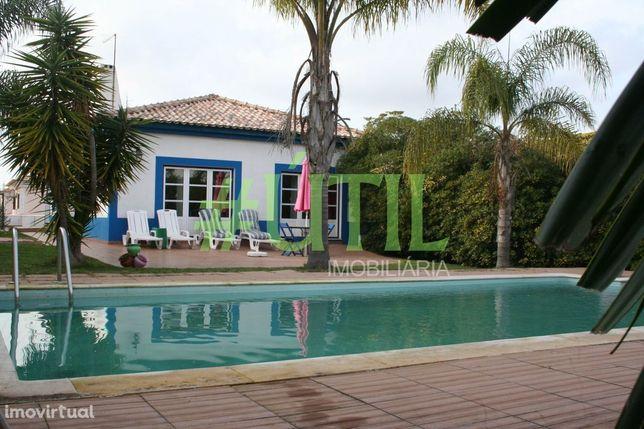 Moradia T4, com Jardim, Piscina e Garagem - Qta Serralheira