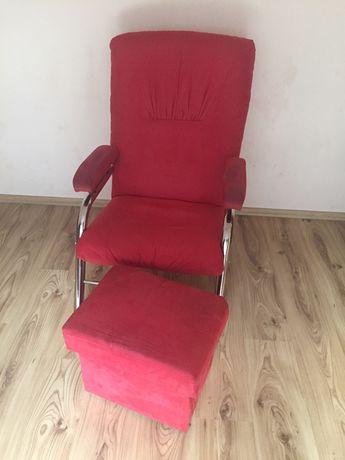 Fotel i otwierana pufa