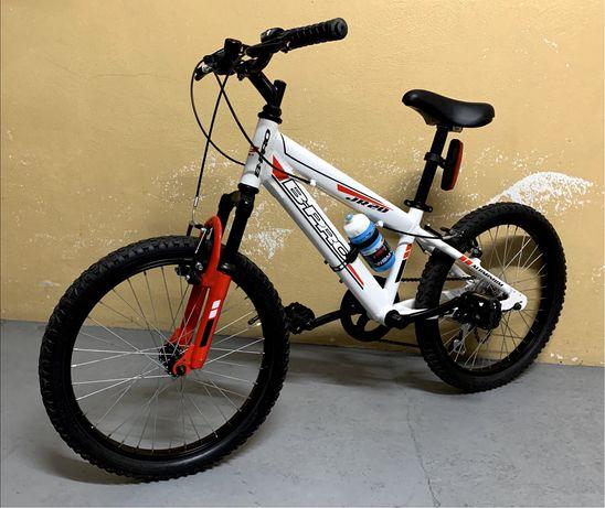 Bicicleta de BTT de criança
