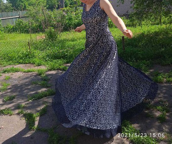 Продам випускне або вечірні плаття.