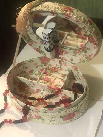 Шкатулка для украшений с зеркалом