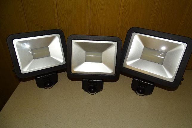 Lampa Led z czujnikiem ruchu 2 sztuki - 1x30W i 1 szt 50 W