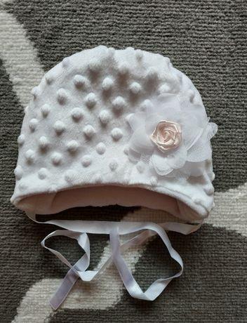 Czapeczka biała na chrzest rozmiar 68