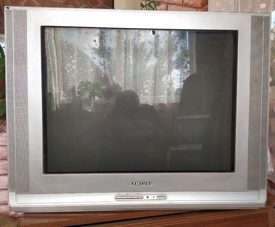 Телевізор Samsung та компютер