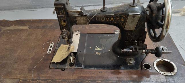Stara maszyna do szycia Nova