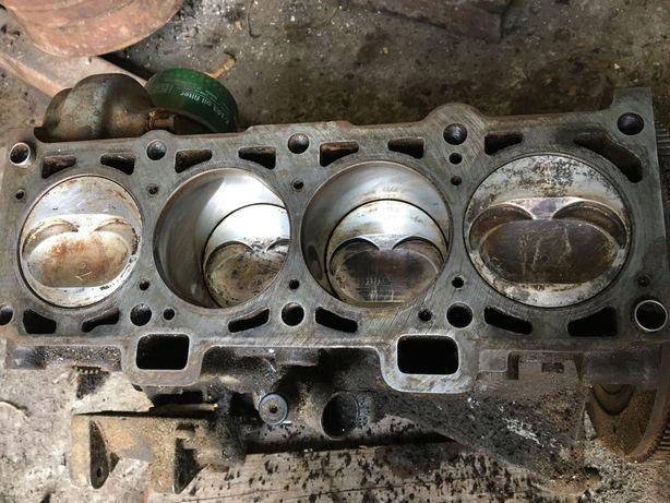 Мотор Двигатель ваз 21083 1.5л блок под ремонт.