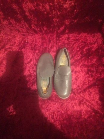 Туфли кроссовки серого цвета 32 раз кожаные