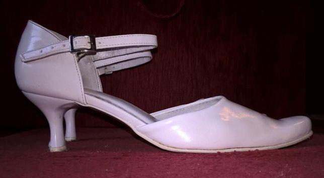 Buty ślubne skórzane, rozmiar 38, białe, obcas 5,5 cm
