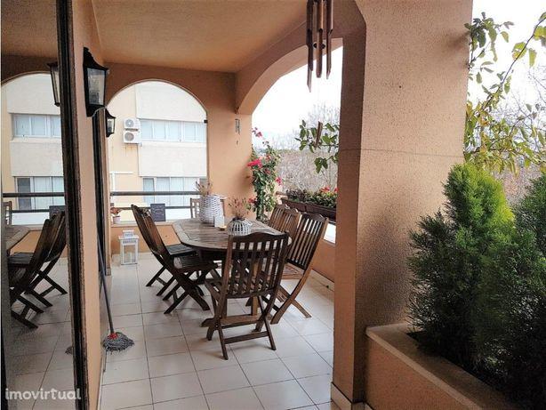 Apartamento T3 no centro de Cascais com garagem
